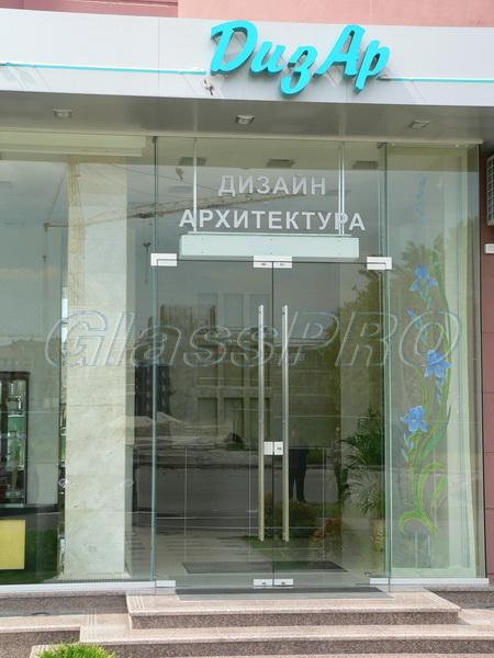 входные двери со стеклом для салонов красоты